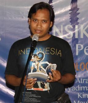 Arya Dimas Ngurah Hendratno, baca puisi