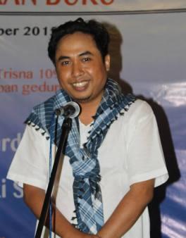 Maulana Rizki, baca puisi