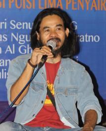 Wayan Jengki Sunarta sebagai Moderator